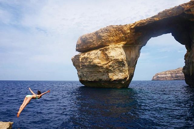 Diving into bliss. In Malta to shoot @_amberc___ 's wedding and having the time of my life exploring this beautiful place; bouldering , dws and trail running what more could you ask for. #malta🇲🇹 #maltaphotography #cliffdiving #thethingaboutlife #authenticmotion #flyingfox #landscapeporn #lifehappensoutdoors thanks @rad__ventures for the amazing photo and beautiful soul ❤️🎉🌷
