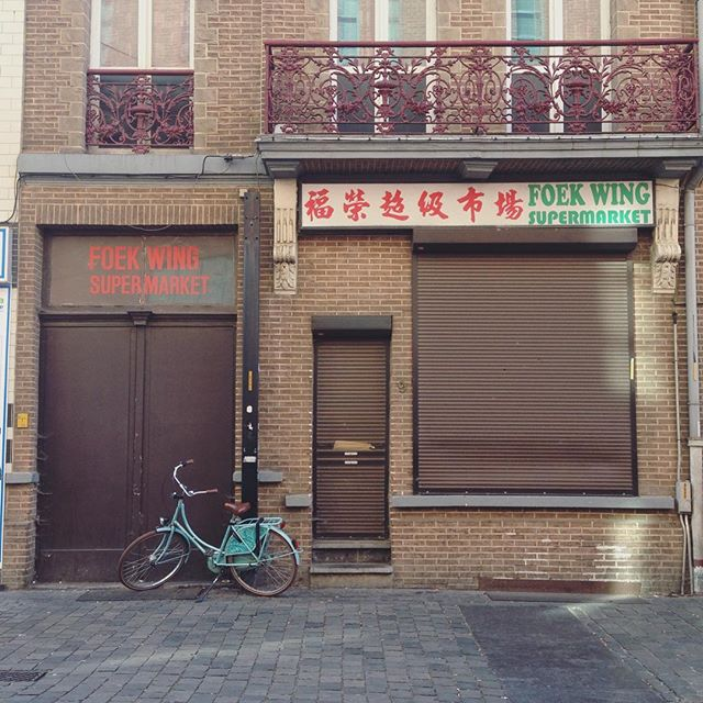 Another urban scene. Totally digging china town in Antwerp right now . . .