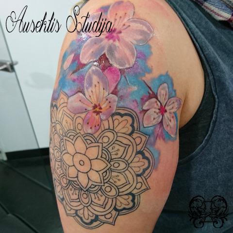 Evo mandala with colour realism flowers.jpg