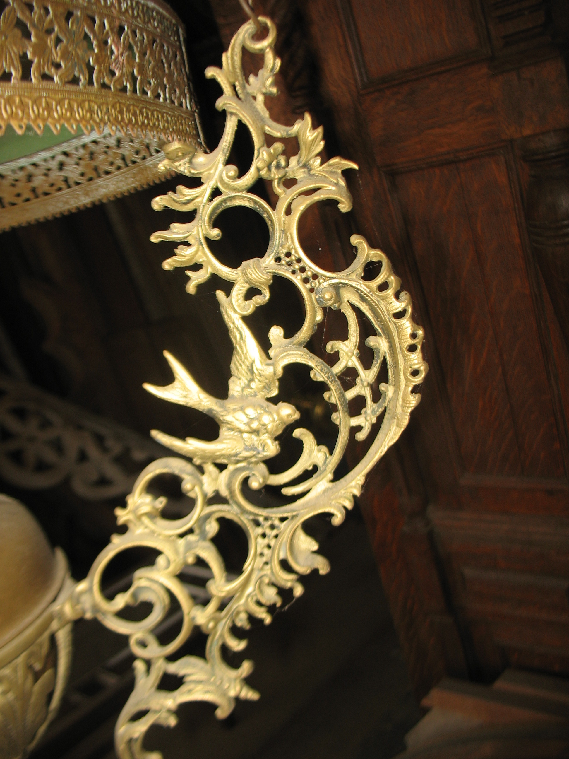 THIS SHOWS A CLOSE UP OF THE BEAUTY OF THE SWALLOWS IN THE LIGHT FIXTURE