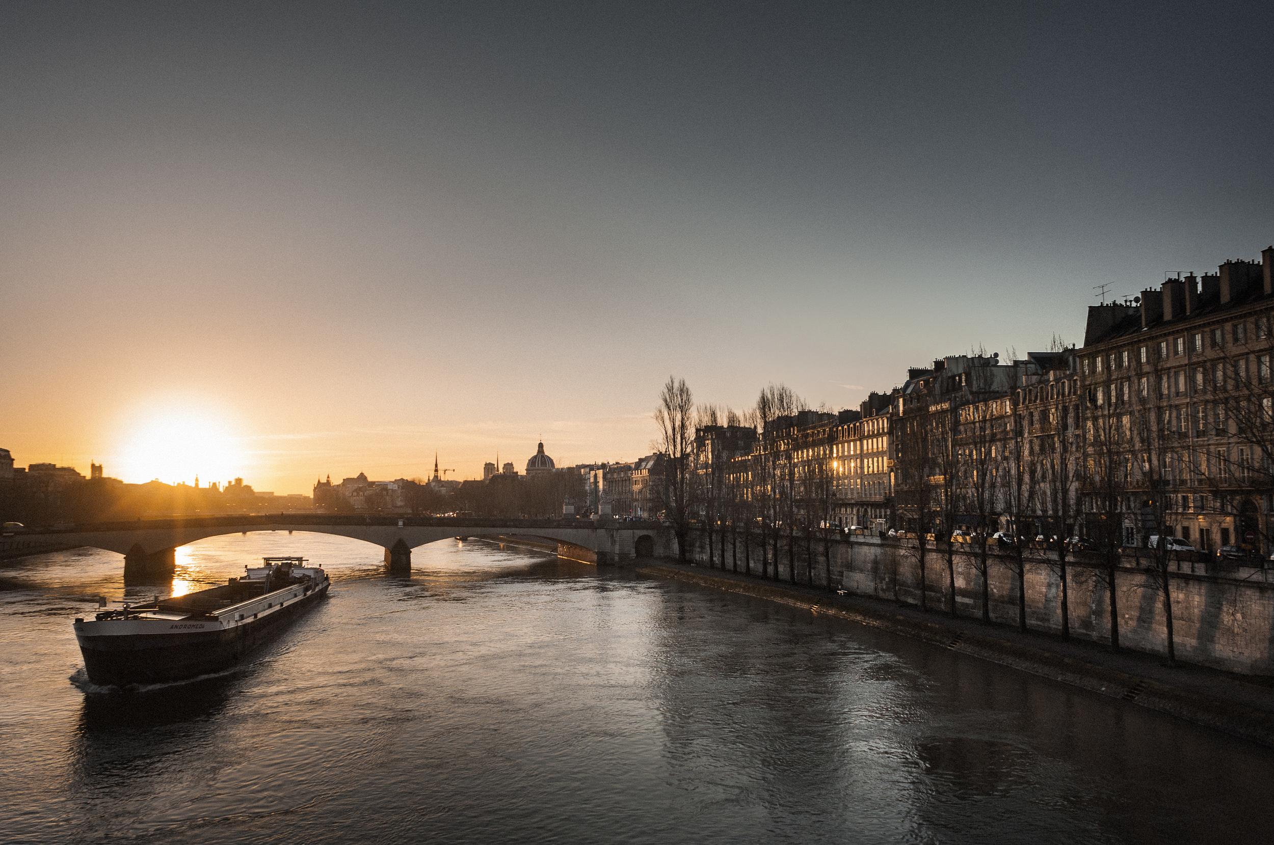 Paris_boat.JPG