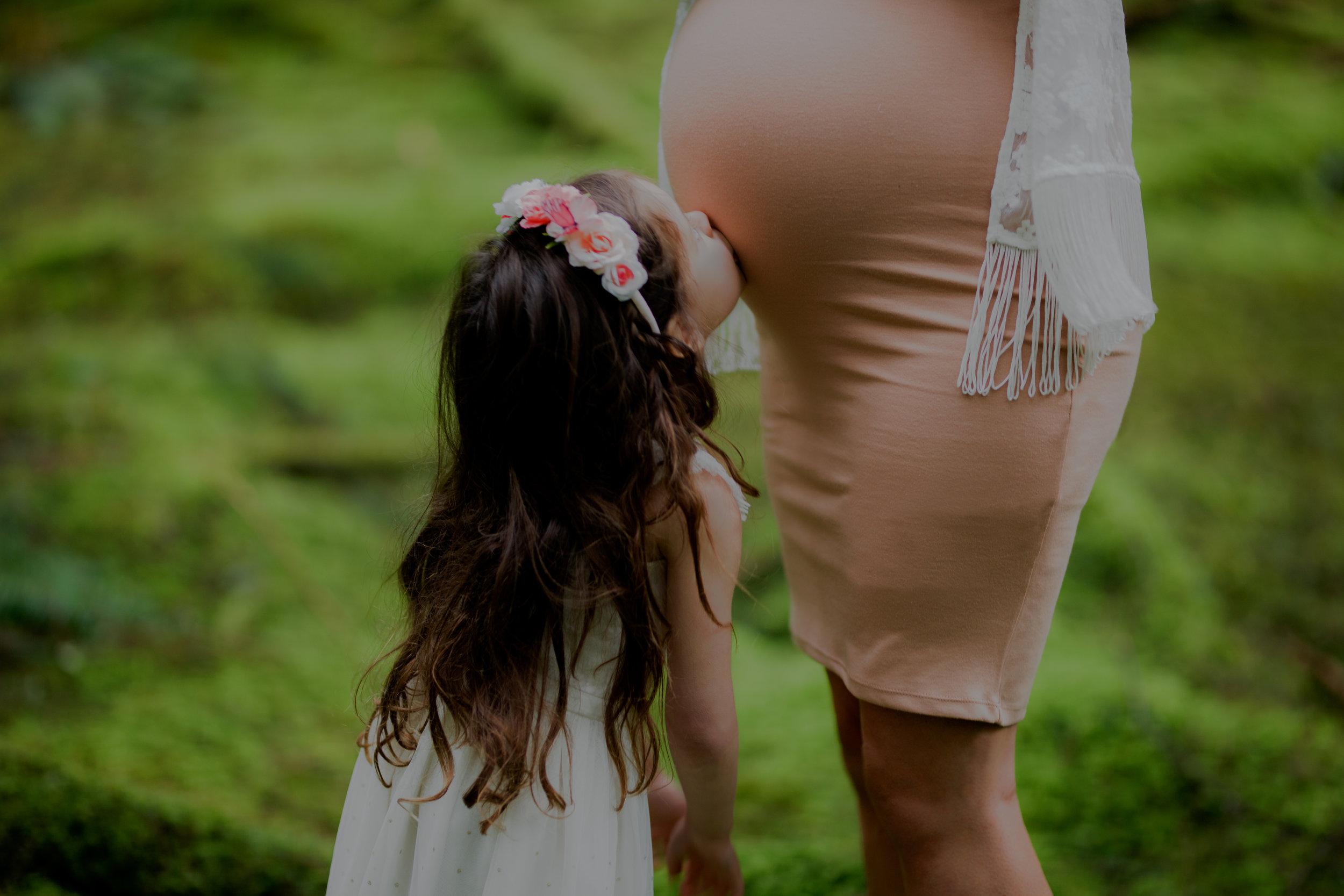 NadineHansenPhotography.Maternity Shoot in the luxurious west coast rainforest