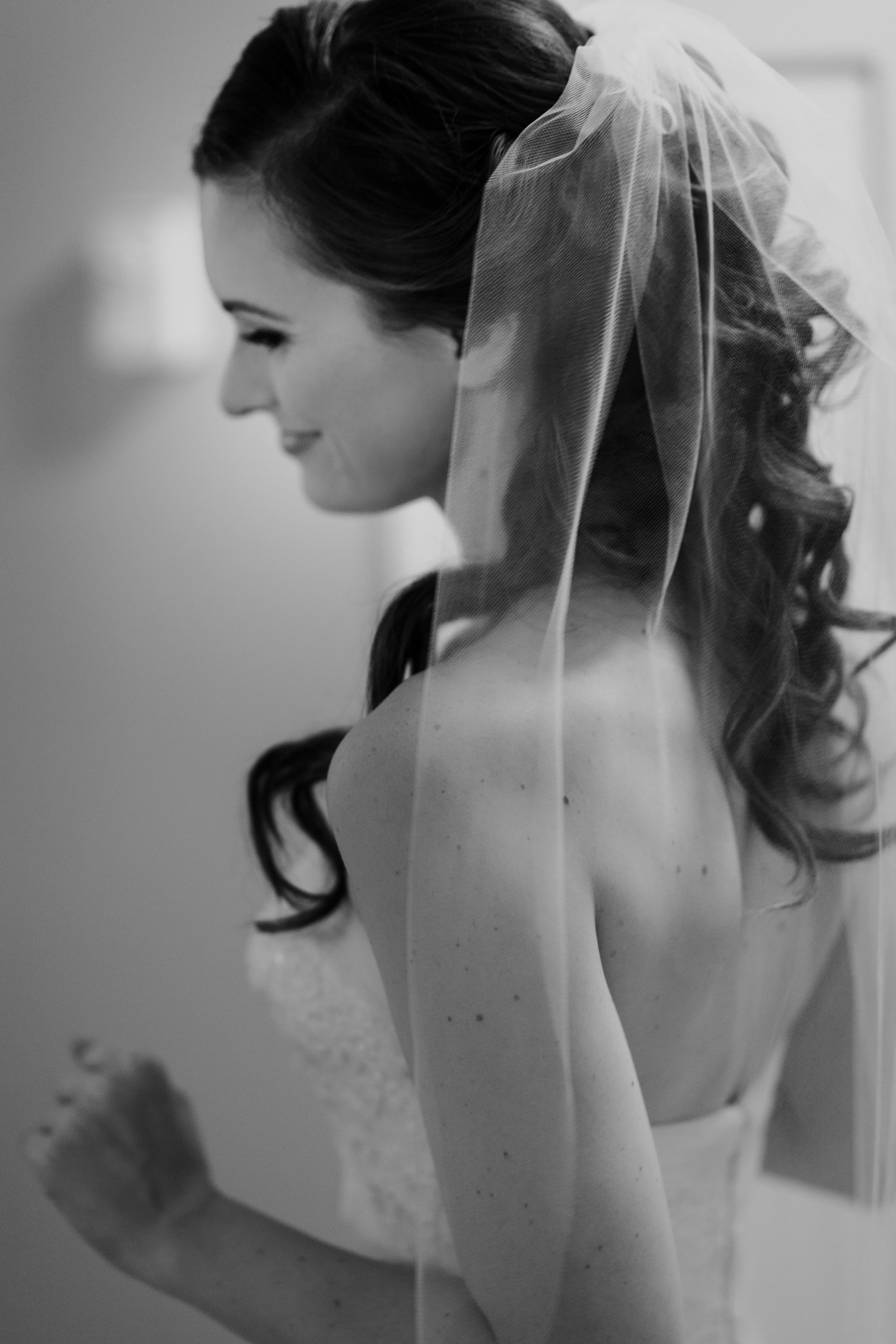 Bride-Getting-ready-Coyote-Creek-Golf-Club-Vancouver