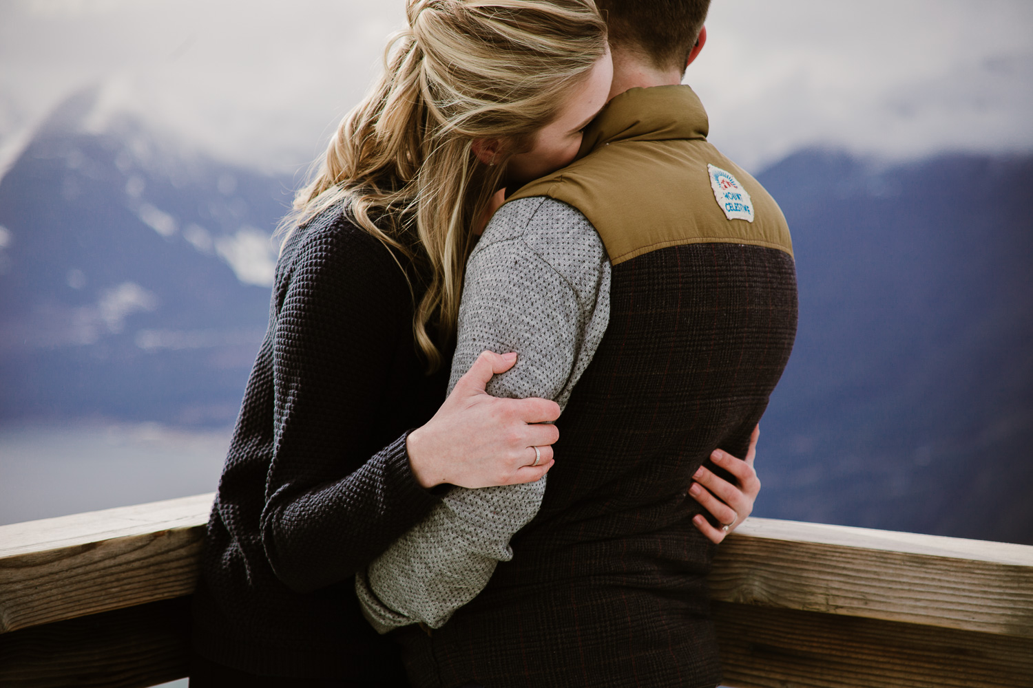 Casual-Woodsland-Sea-to-Sky-Winter-Engagement-Vancouer-Squamish