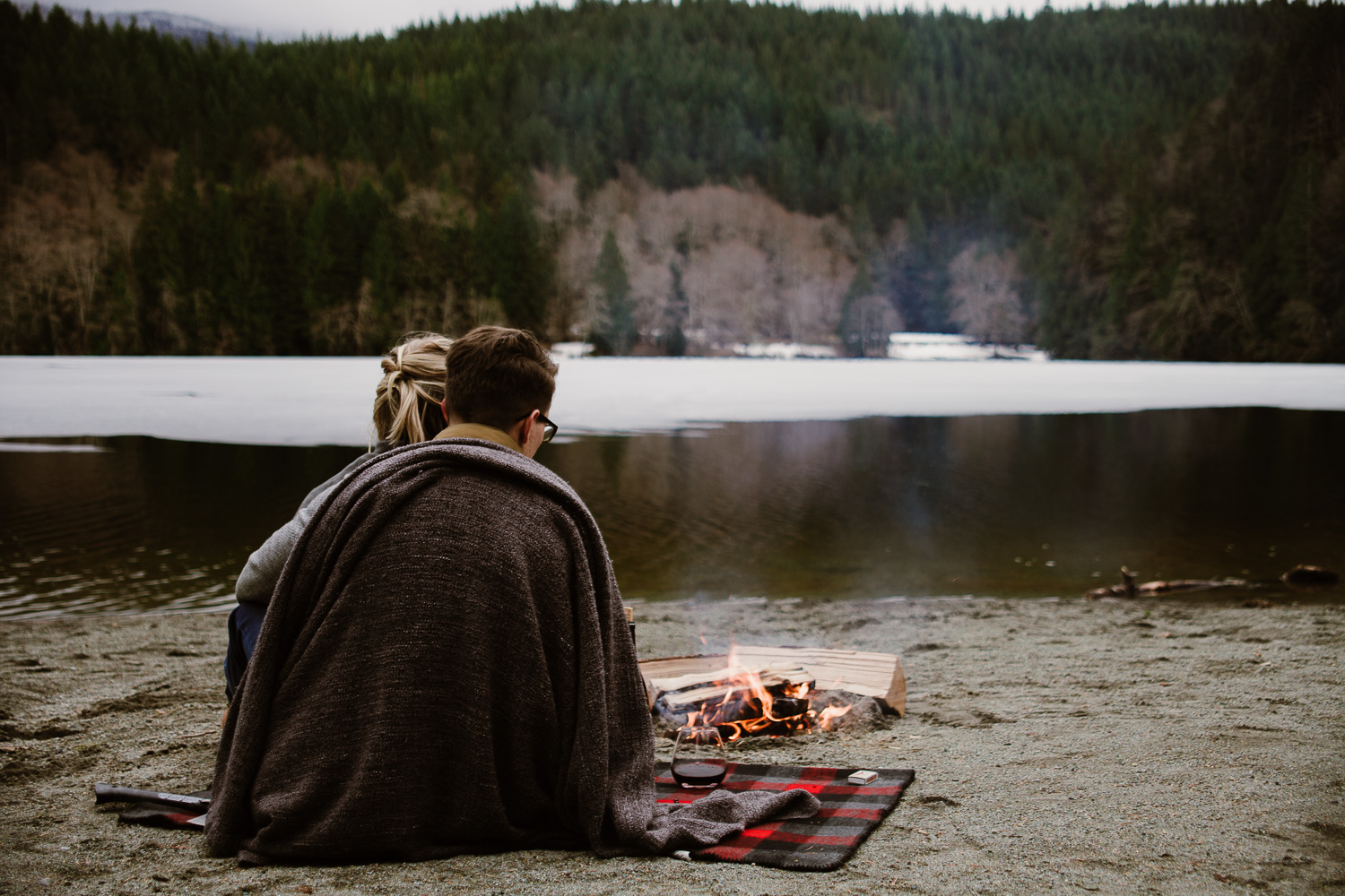 Casual-Woodsland-Sea-to-Sky-Winter-Engagement-Squamish-Alice-Lake