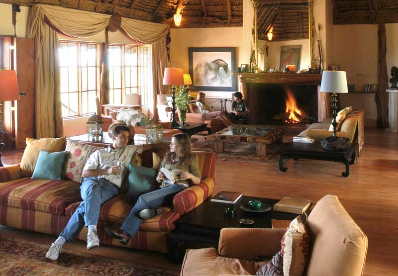African-Lodge-Family-Lounge-Villa.jpg