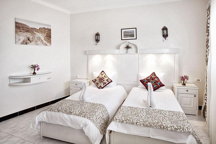 dyd-coral-coast-twin-room.jpg