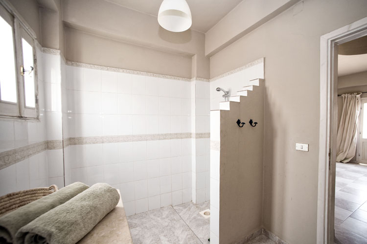 dyd-vila-isis-ensuite-bathroom.jpg