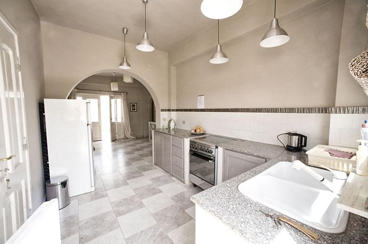 dyd-vila-isis-kitchen.jpg