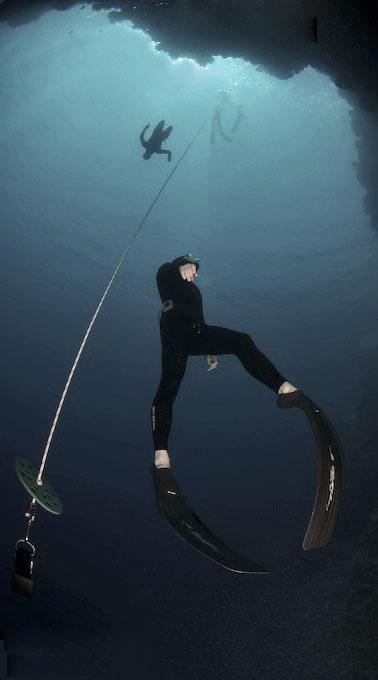 dyd-freediving-controlled-turn.jpg