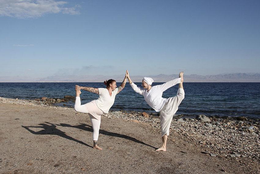 dyd-kundalini-teacher-training-yoga-on-the-beach.JPG