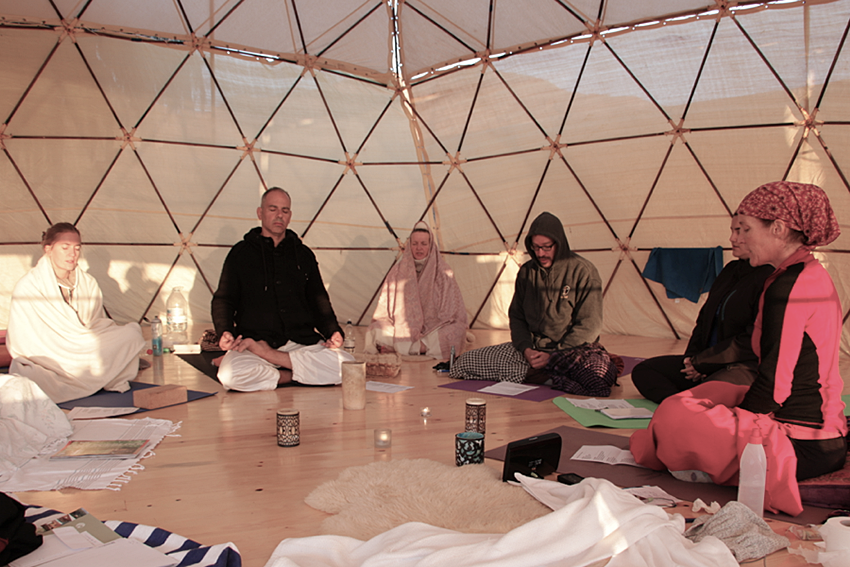 dyd-kundalini-teacher-training-sunrise-group-mediation.png