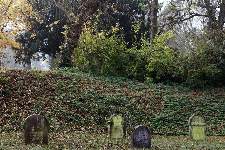 gröna gravstenar.jpg