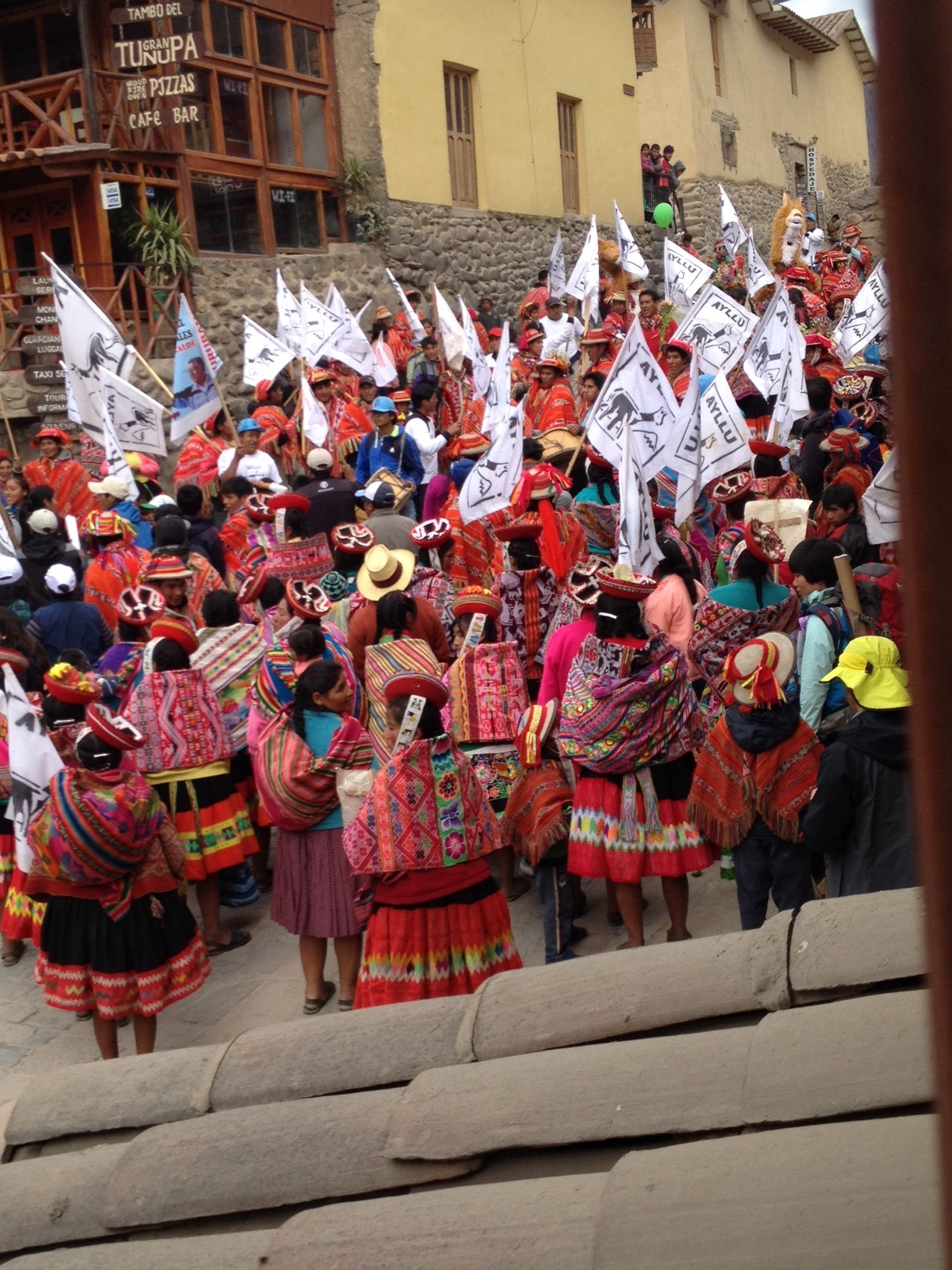 It was quite a crowd of local people who dress more traditionally here than Cusco.