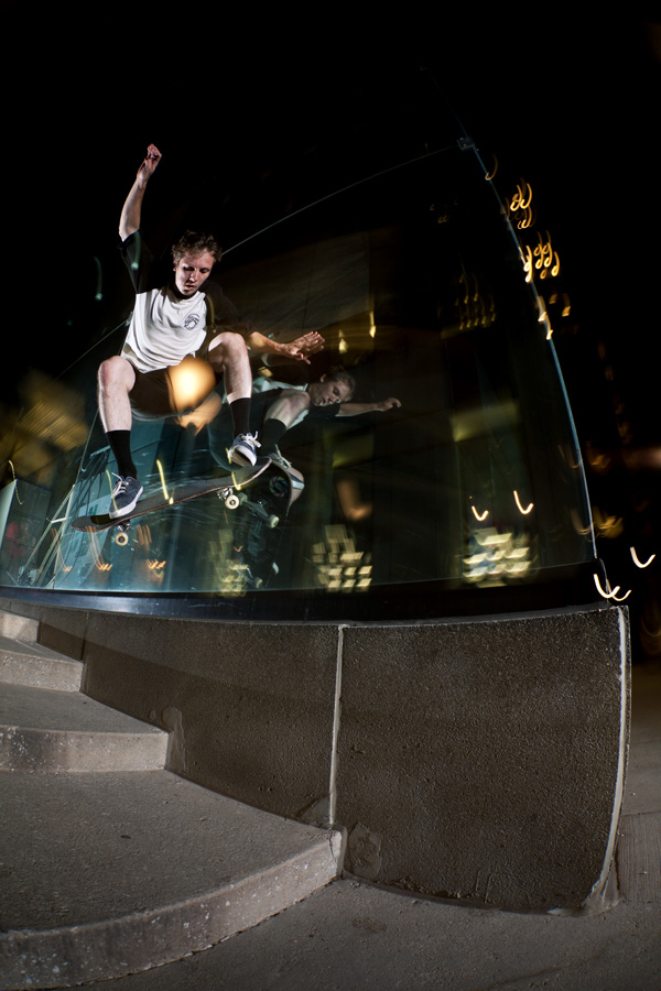 rob mentov_wallride nollie out.jpg