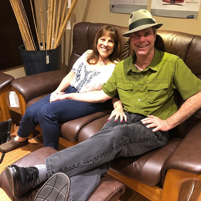 Had such a great time working with this amazing couple to help them pick out a new custom reclining #Ekornesstressless Buckingham sofa, end table and ottoman by @gormansdesign #itsthelittlethings #whenitsrightitsright #ekornes