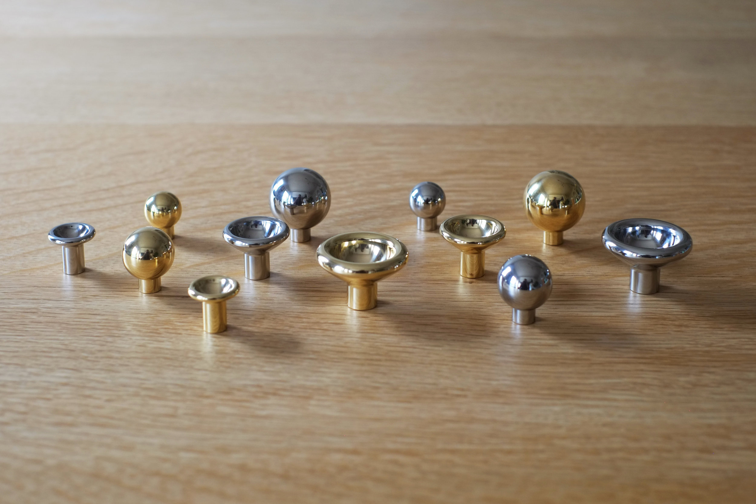Concave and Convex Knob Family