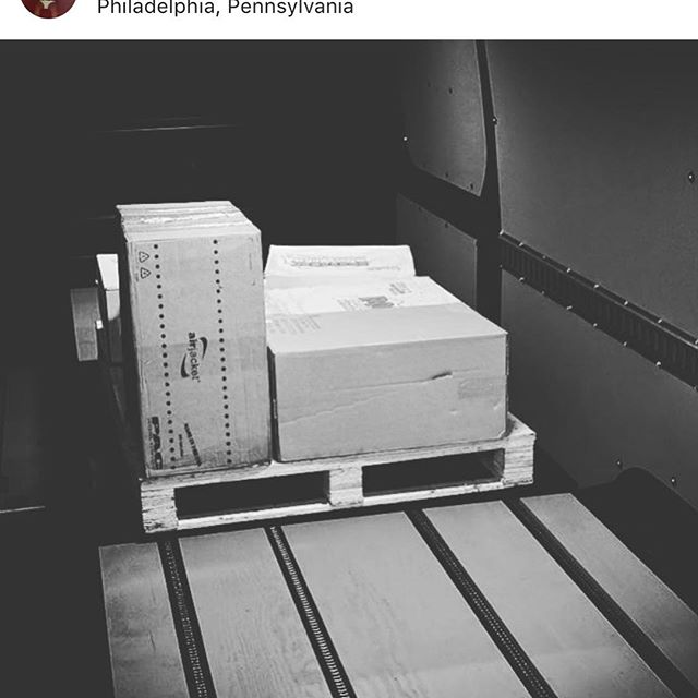 Shout out to our overnight Philly Crew bearing down on the cold weather 🌬 #philadelphia #logistics #cargo #fooddelivery