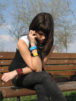 girl_talkingonphone.jpg