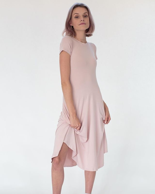 Mali Monday's should be a thing 💁🏼‍♀️ . #yeezymademeblush #qubeclothing #handmade #dress #pockets #dresswithpockets #blush #pink #bamboo #madeincanada #perfect #model #mood #vibes #ssi #shoplocal #shopsmall #smallbusiness #bossbabe #businessbabe