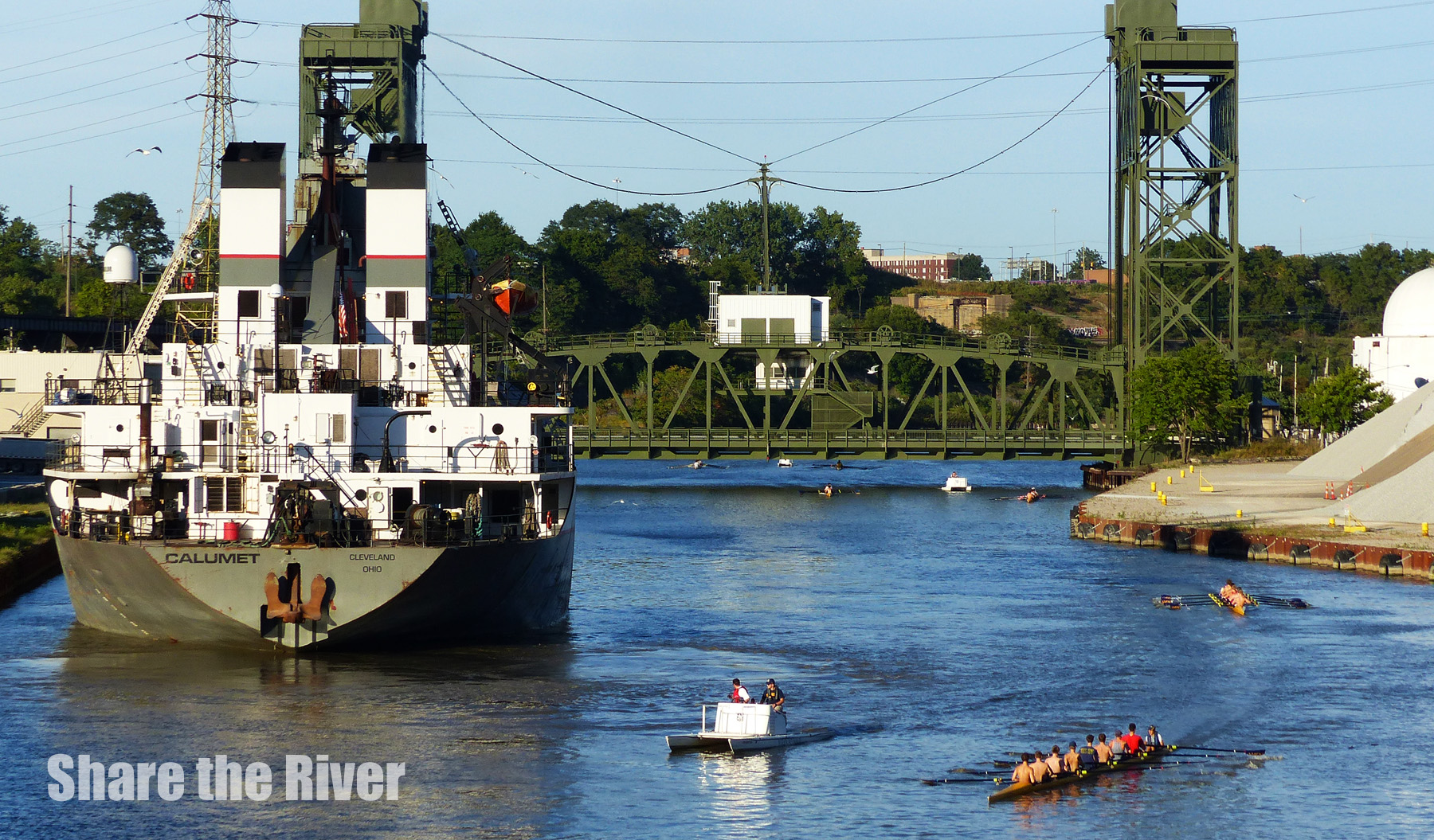 Calumet_rowers_ W 3rd Street Bridge.JPG