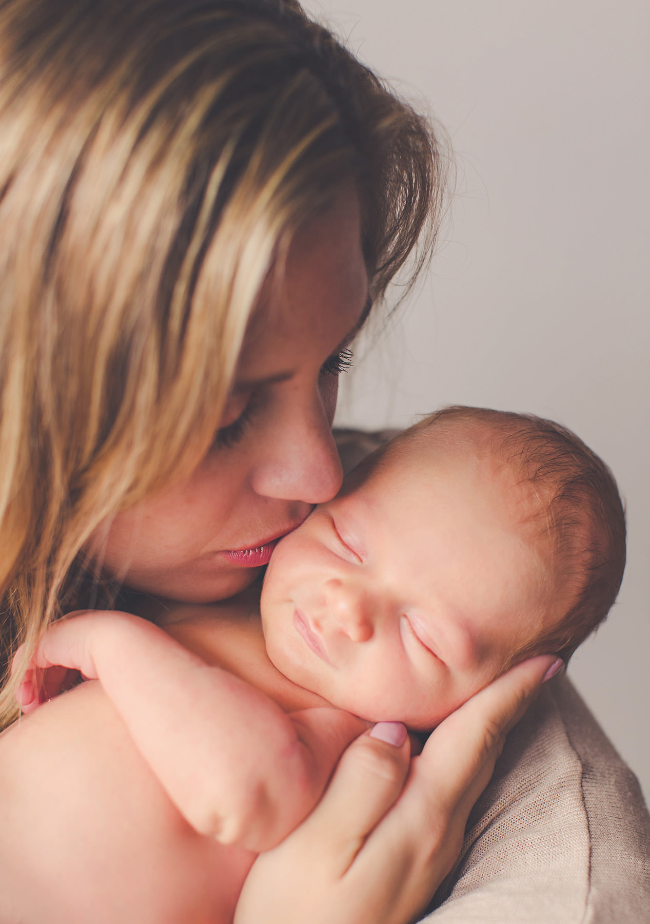 mom baby kiss