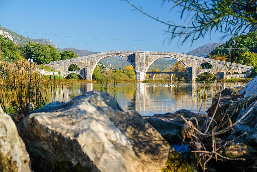 Arslanagic most u Trebinju - pogled sa jaza.jpg