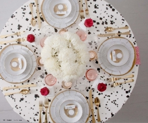 I mean seriously, is this table setting not to die for?!