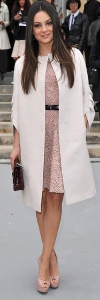 mila-kunis-dior-show-paris-fashion-week-02.jpg