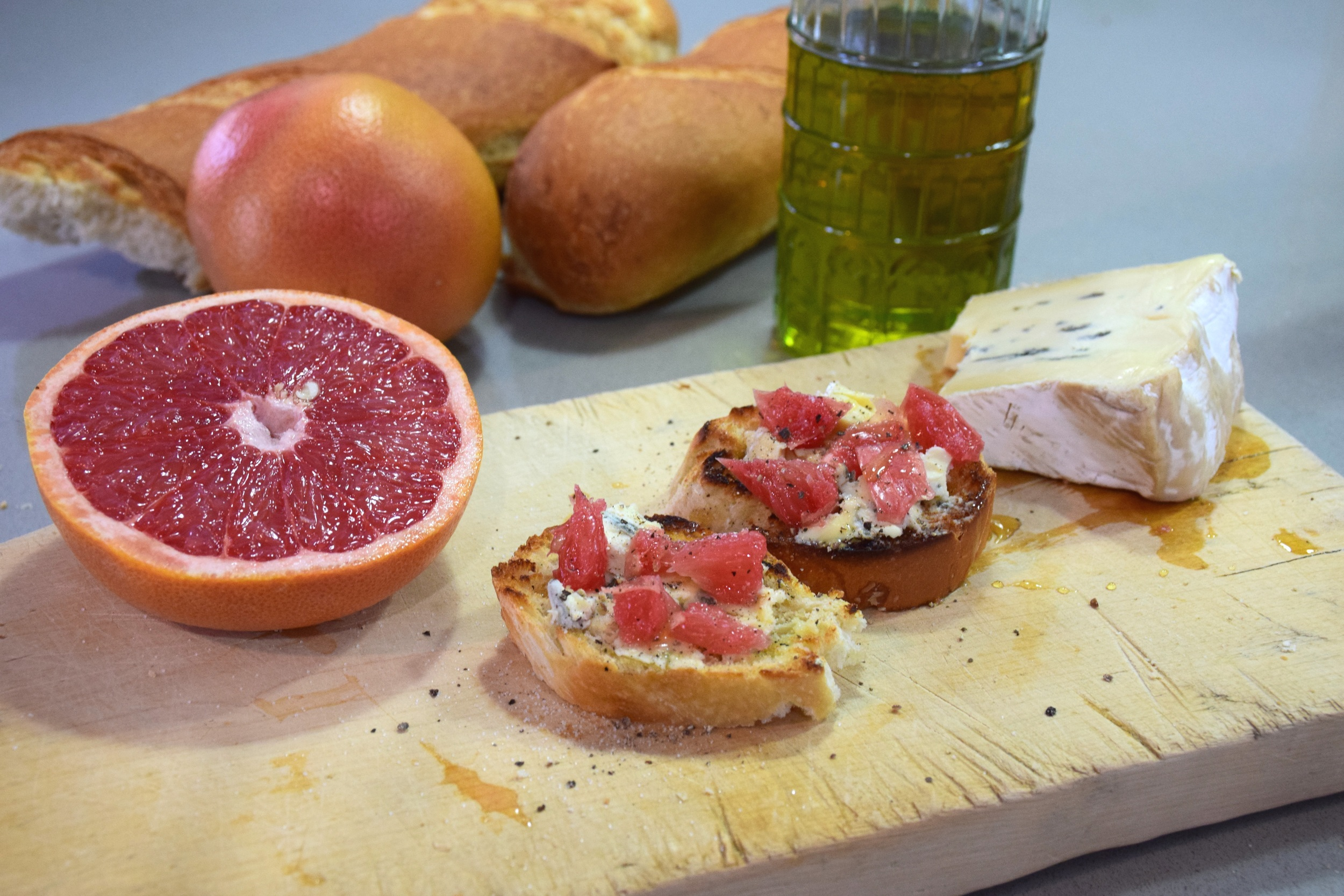 blue cheese and grapefruit croistini 12.jpg