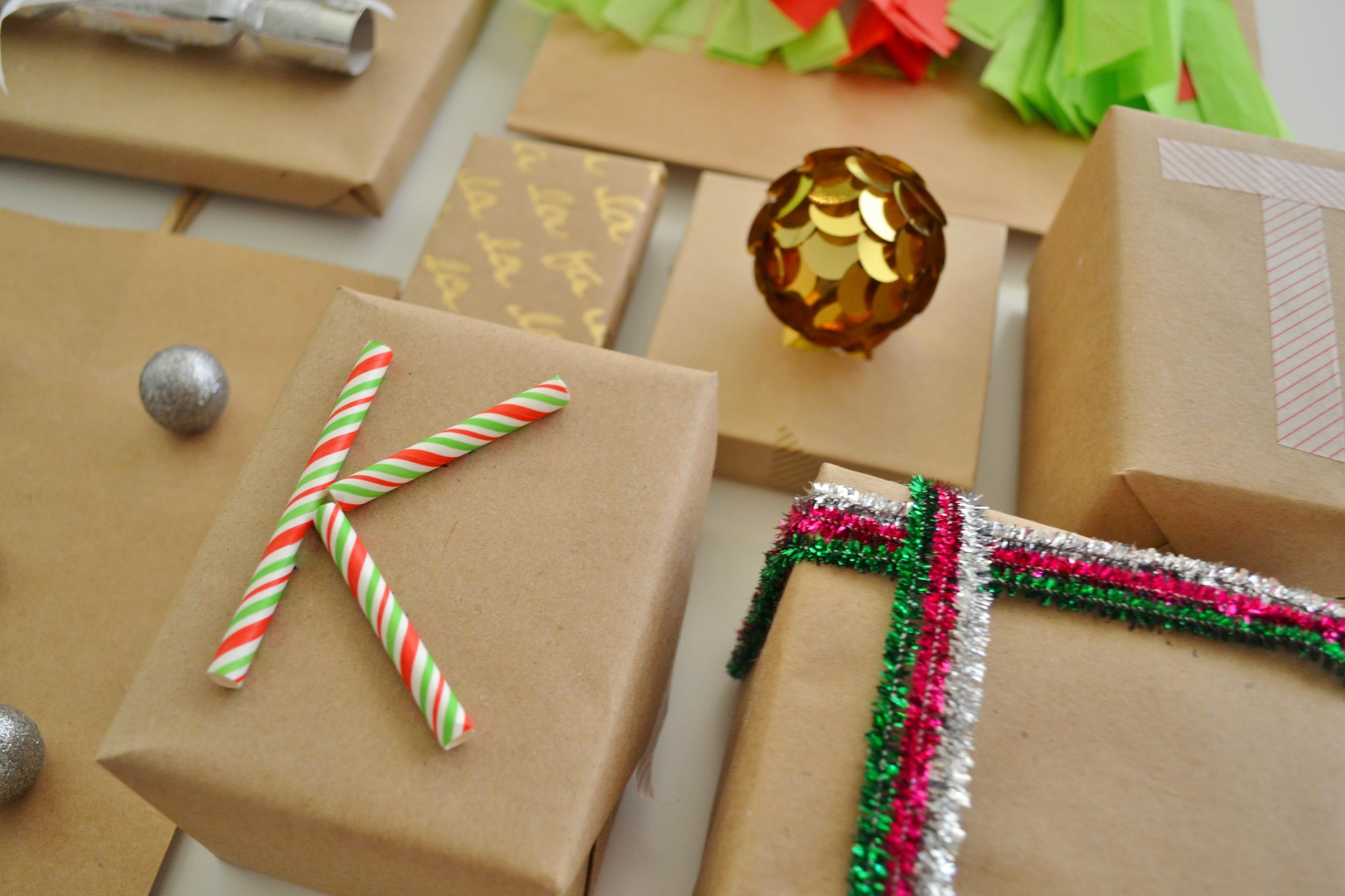 Easy DIY Holiday Gift Wrap