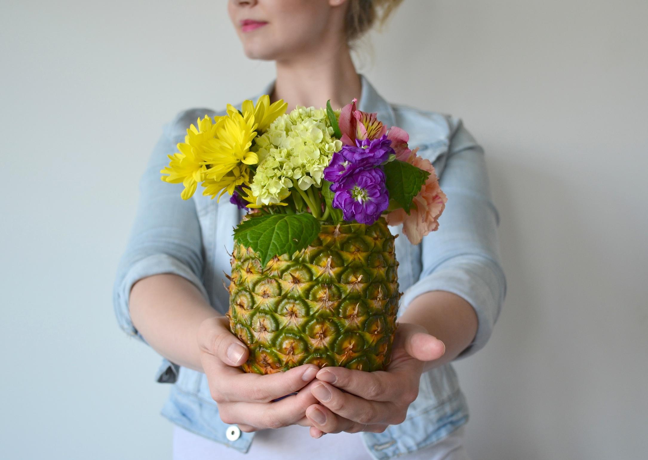 pineapple vase DIY