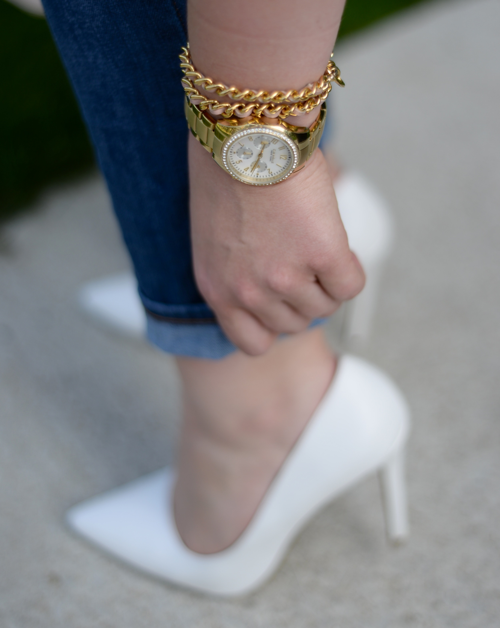 caravelle watch, white pumps, linzi shoes fashion