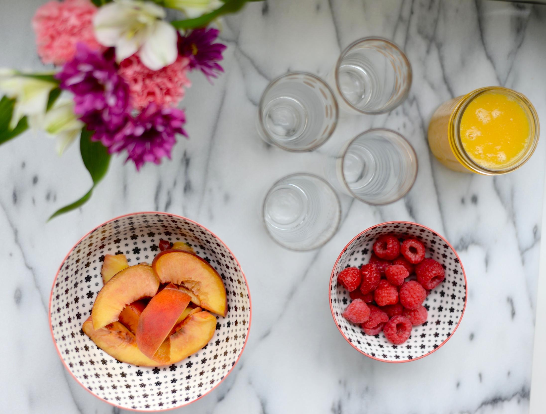peach and prosecco cocktail