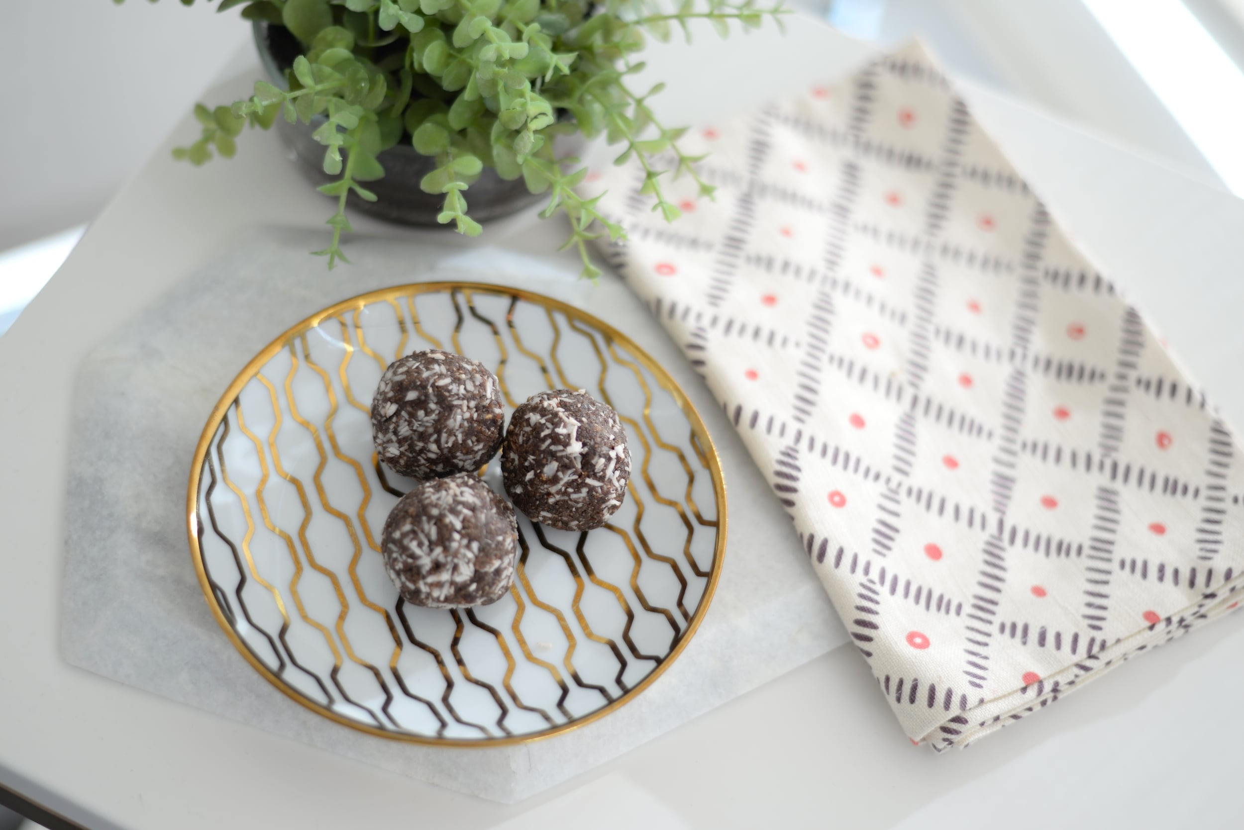 date and cocoa energy bites