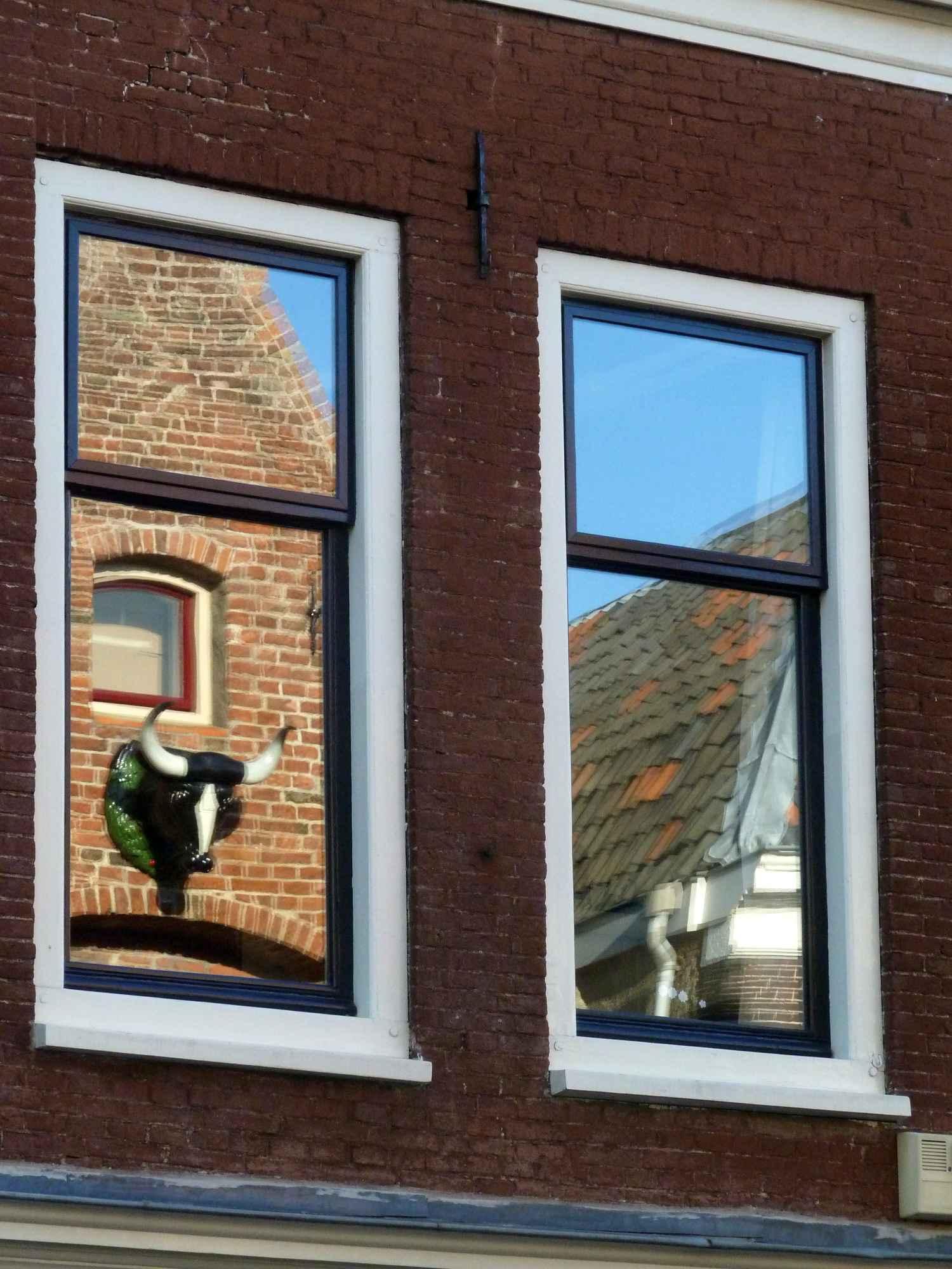 Double_glazing_reflection,_Utrecht,_120930.JPG