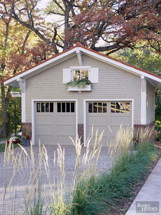 detached garage.jpg
