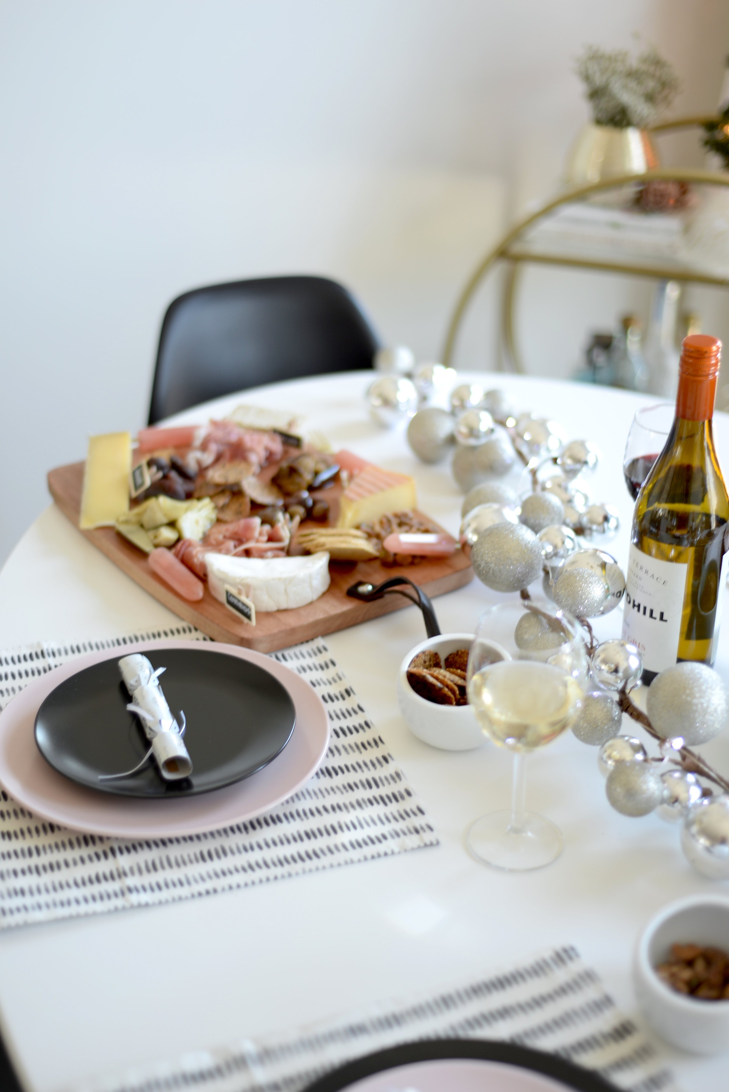how to put together a charcuterie board