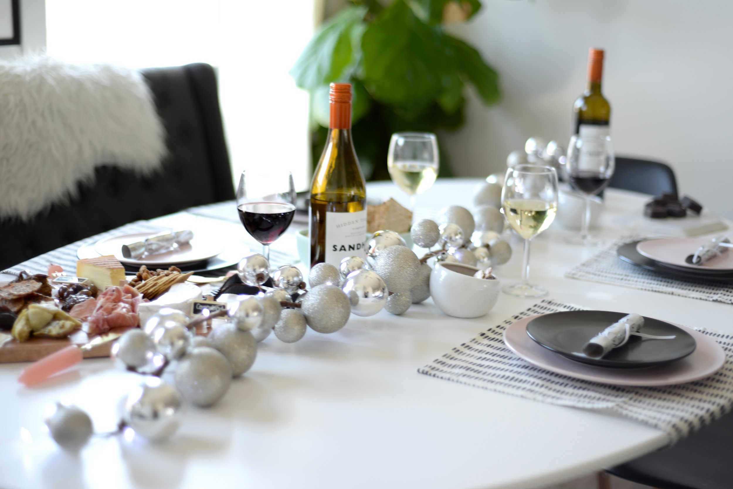 new years table setting