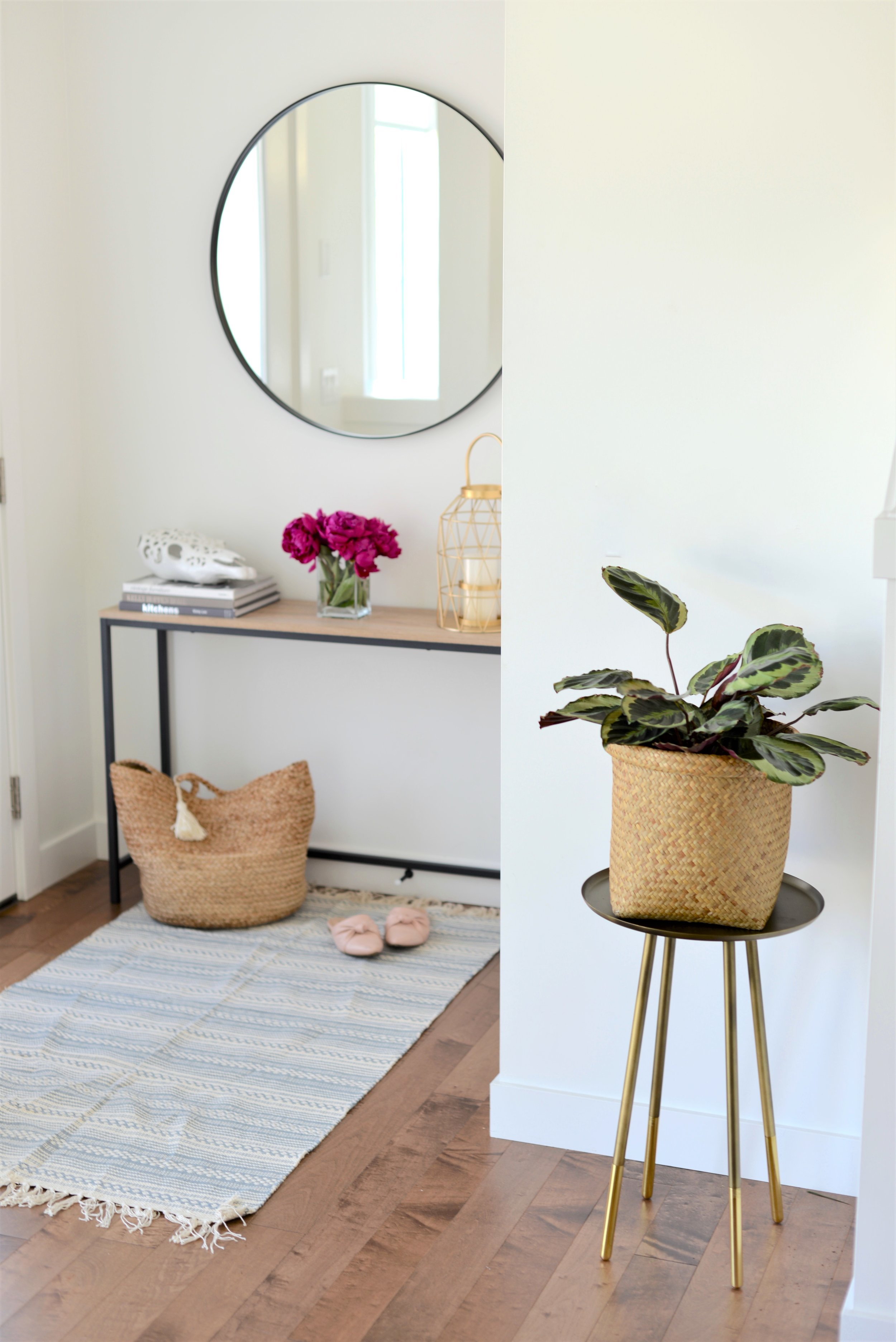 bright and airy front entry