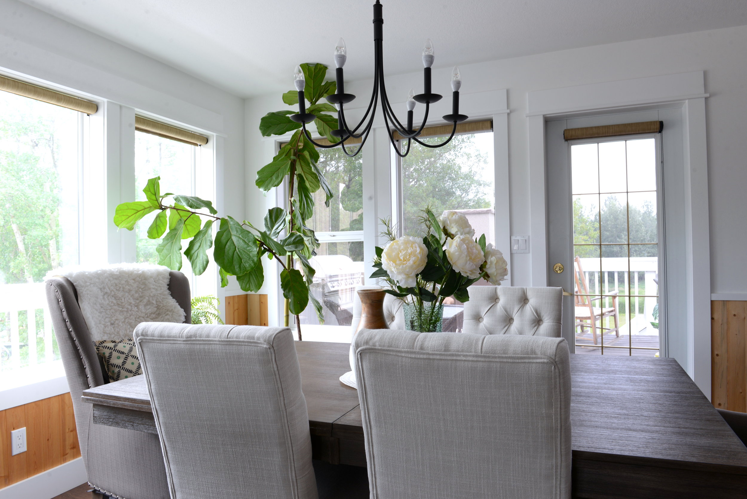 how to decorate a kitchen table