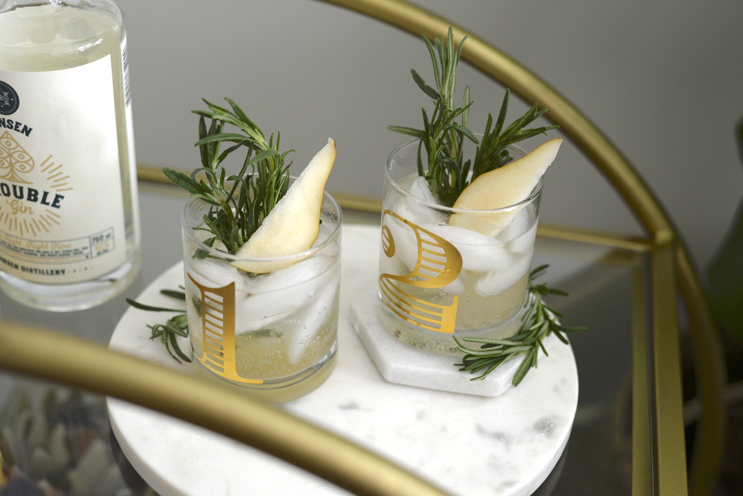 rosemary pear gin and tonic