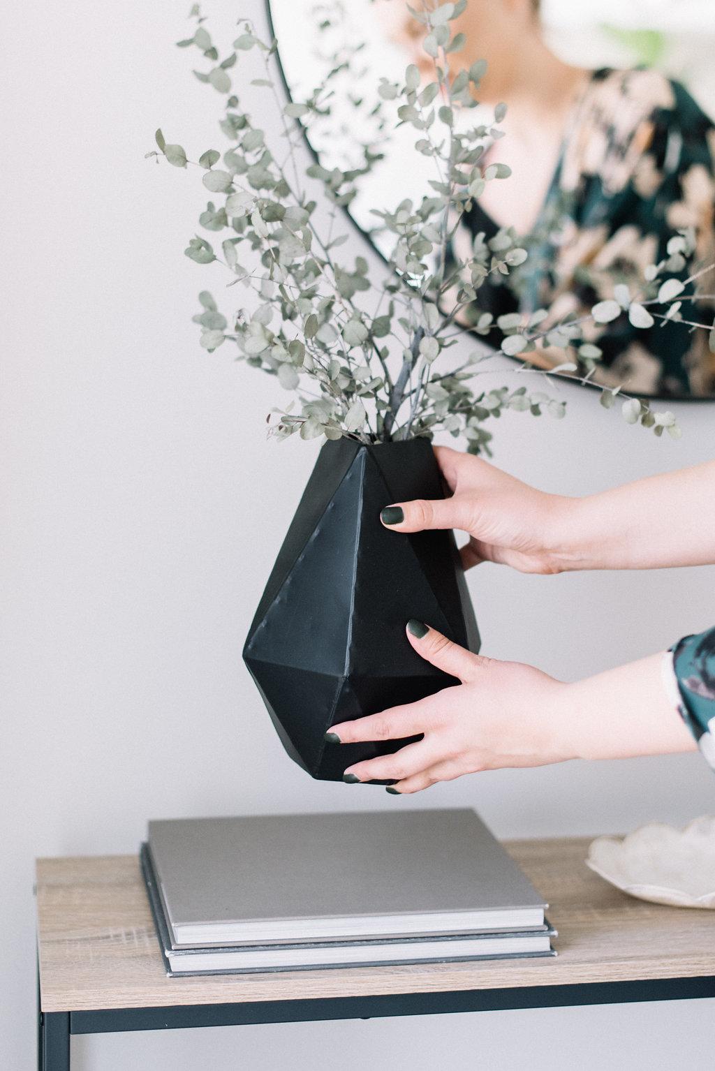 black modern vase, accessories
