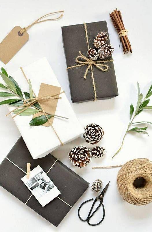 minimalist holiday wrap