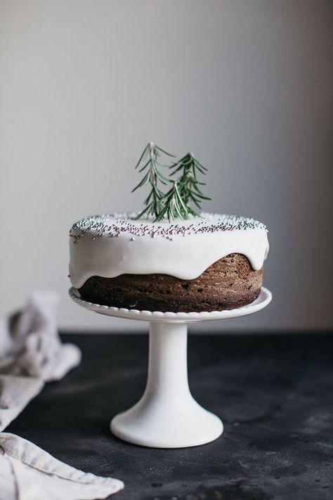 minimalist holiday cake