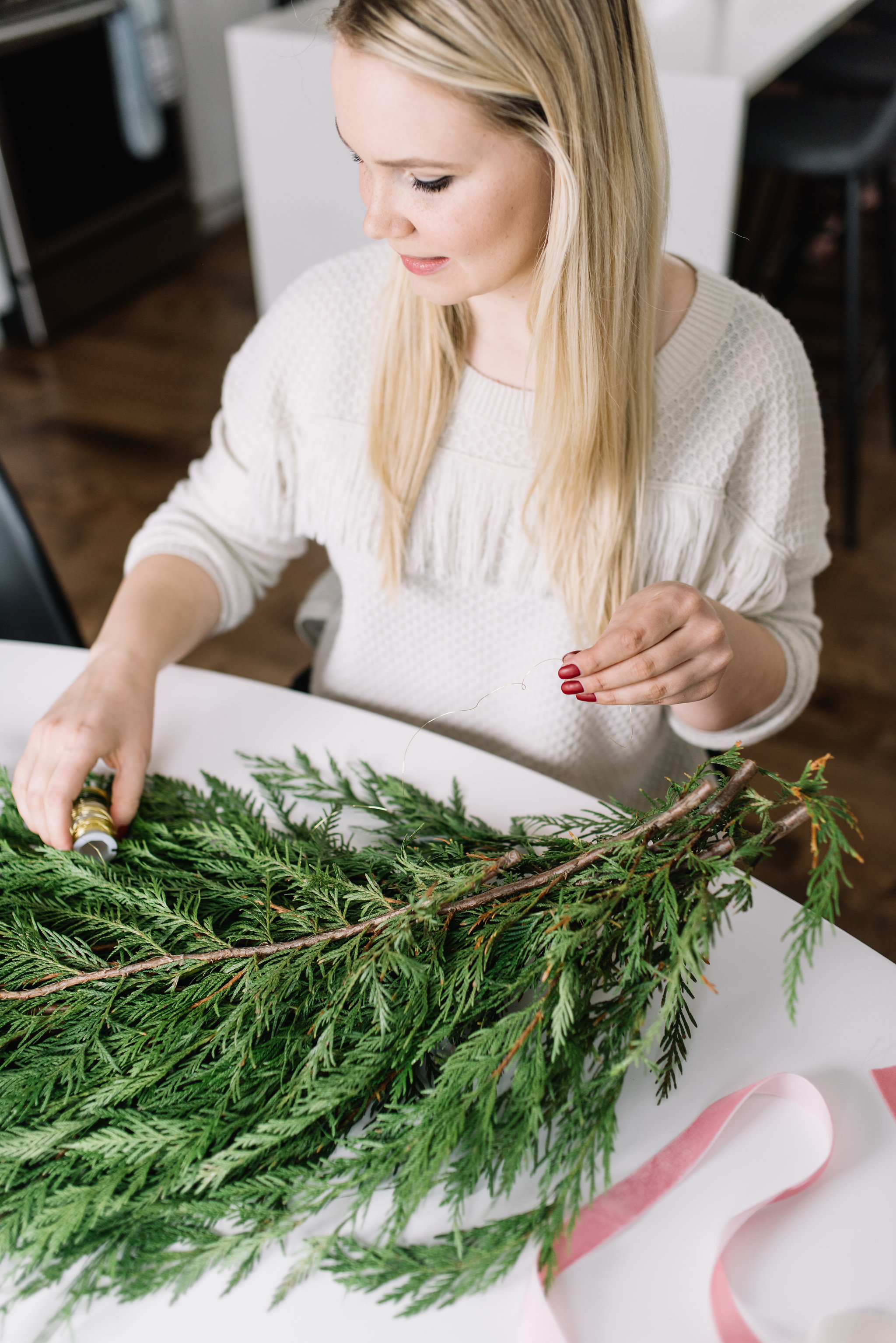 holiday swag DIY, holiday greenery