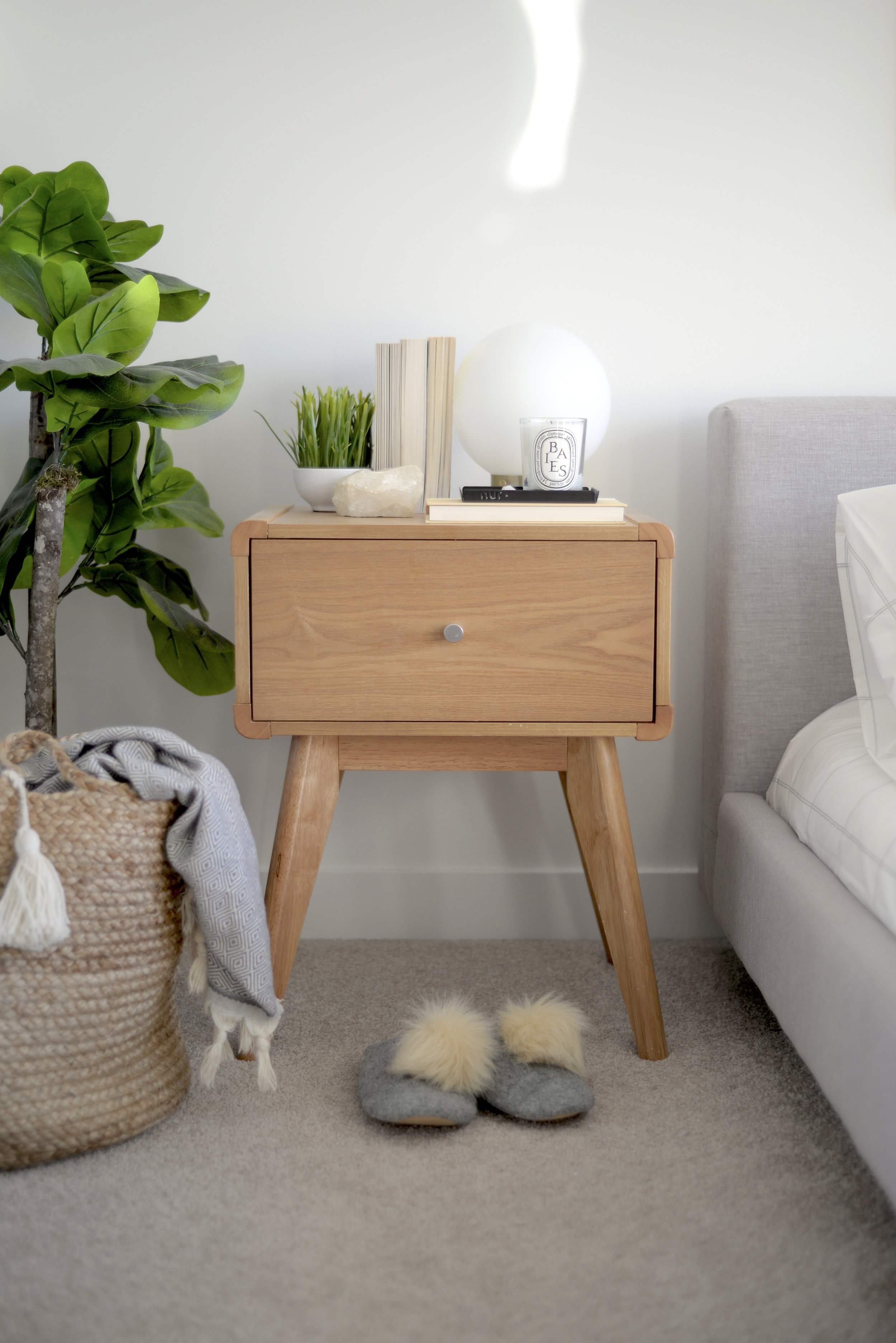 minimalist bedroom, mid century modern nightstand