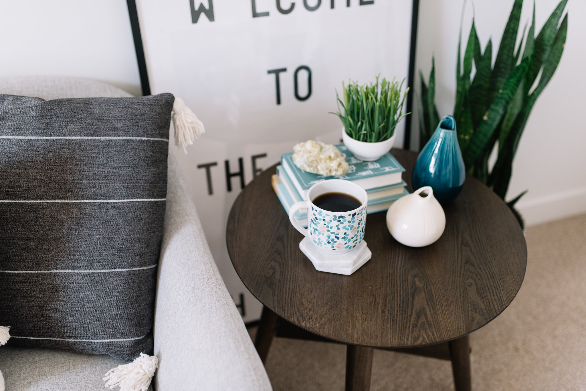 how to style a small round table
