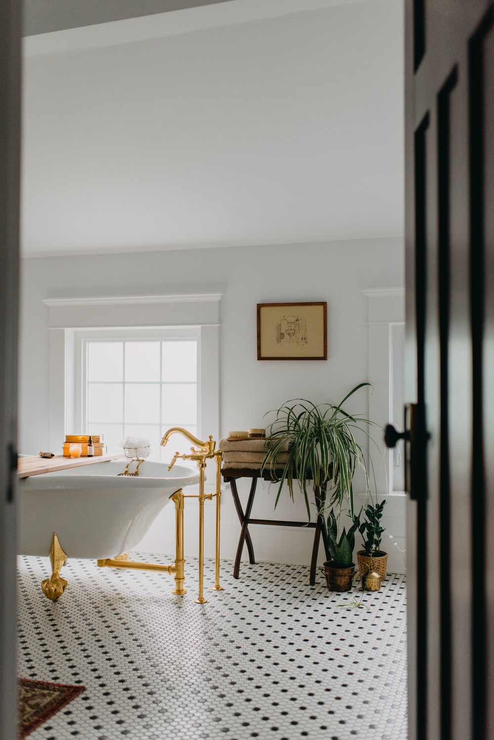claw foot tub with brass