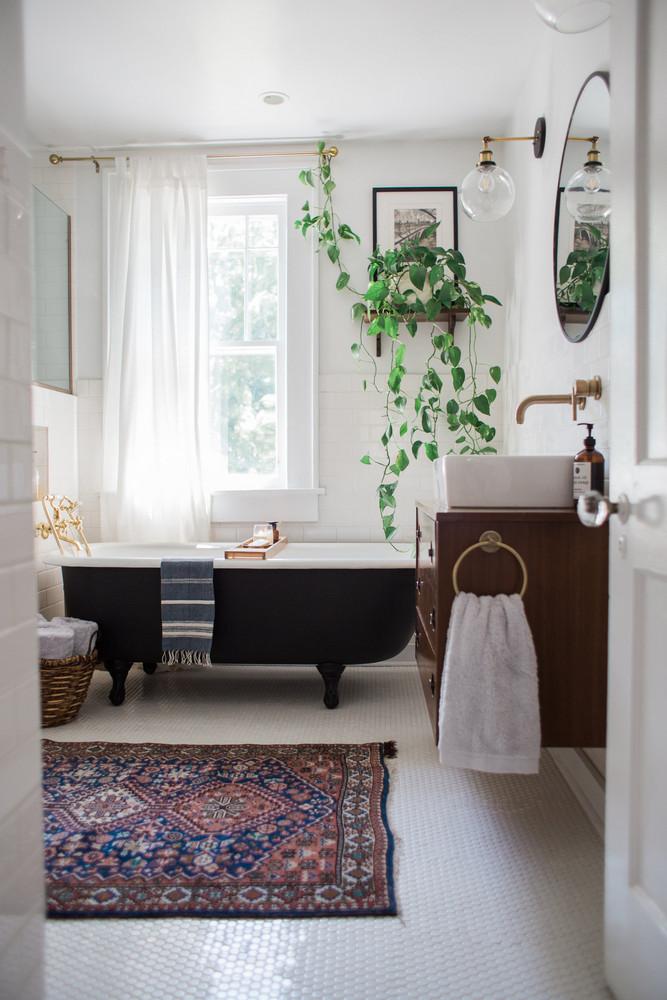 washroom with black bathtub